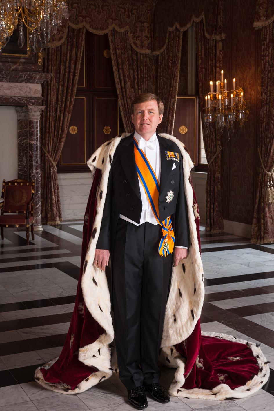Staatsieportret in royale gouden museumlijst